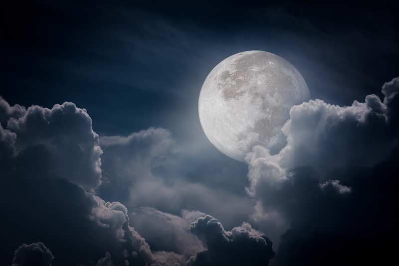 Vollmond in der Nacht